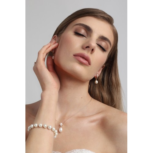 Auksiniai auskarai su perlais